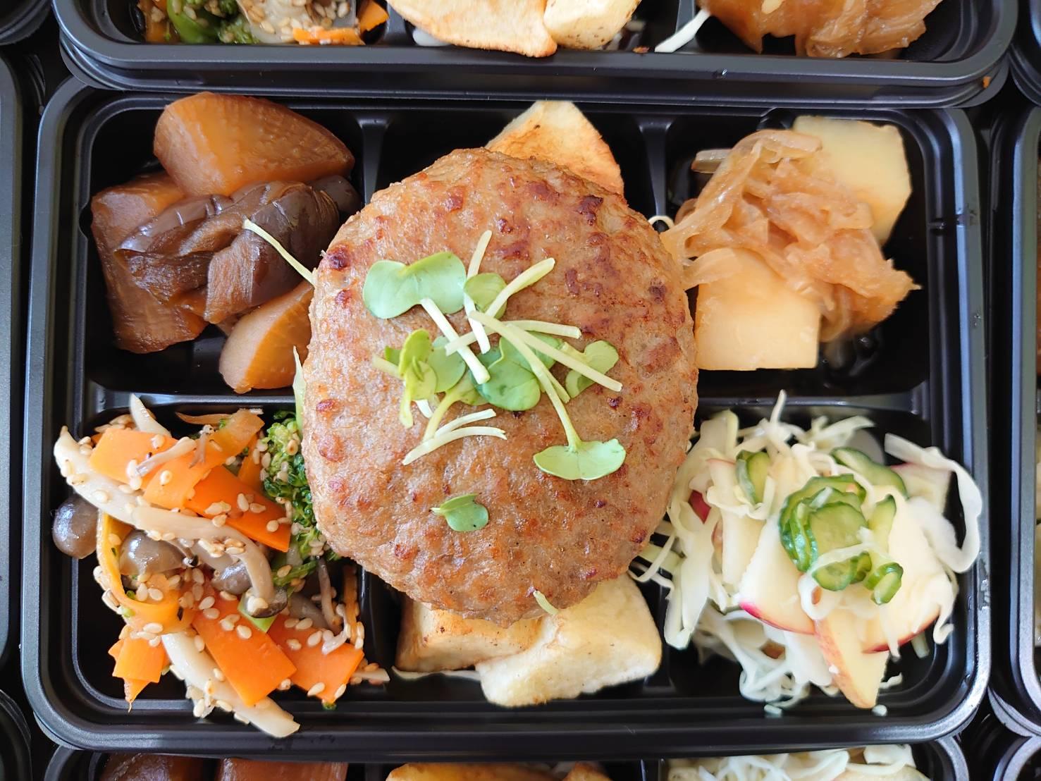 6種の肉、魚、野菜入り弁当